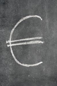 Euro-Zeichen auf Tafel