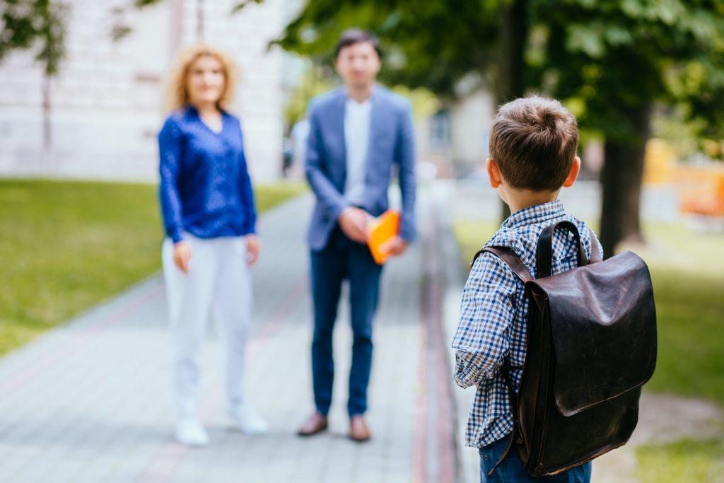 Eltern mit Schulkind